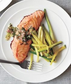 Salmon and zucchini | Thanks to these quick, healthy, delicious recipes, you can solve the mystery of what to make tonight (and all those busy nights to come).