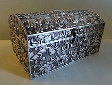 coffret bijoux ottoman 18eme si cle coffret quadrangulaire quatre pieds et couvercle en. Black Bedroom Furniture Sets. Home Design Ideas