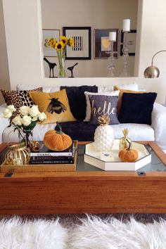 Hi everyone! Thanks for coming to my fall home tour.Fall is one of my  favorite times of the year! Fall conjures up images of cozy sweaters, long  walks under colorful leaves, and intimate chats around the fireplace.