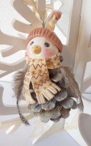 Babou Bricole: un petit oiseau à partir d'une pomme de pin  + quelques plumes et  voilà