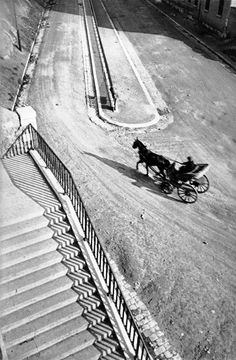One of my fav photographers-Henri Cartier-Bresson Marseille, France, 1932 From Magnum Photos Henri Cartier Bresson, Candid Photography, Vintage Photography, Street Photography, Urban Photography, Color Photography, Magnum Photos, Ralph Gibson, Walker Evans