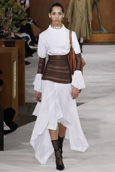 """Loewe Fall 2016 Ready-to-Wear Collection Photos - Vogue Love the color blocked """"corseted waist. Fashion Week 2016, Runway Fashion, High Fashion, Fashion Show, Fashion Outfits, Fashion Tips, Fashion Design, Fashion Trends, Paris Fashion"""