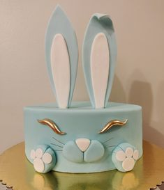 Made a bunny cake for my friend's baby shower! Easter Celebration, Celebration Cakes, Rabbit Cake, Baby Birthday Cakes, Gateaux Cake, Sugar Cake, Baby Shower, Cake Gallery, Cake Decorating Techniques