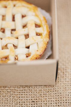 mini apple pies for each guest  Photography by rebeccahansenweddings.com