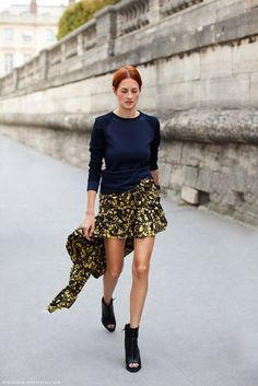 Outside Paris Fashion shows. Taylor Tomasi Hill. Ladies Streetstyle, Womenswear. #pfw