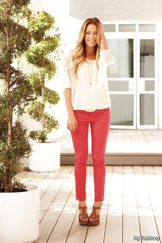Lauren Conrad jeans from Kohls. Love the color of these jeans. Such a cute outfit. I think I can find this color Jean at JCPenny.