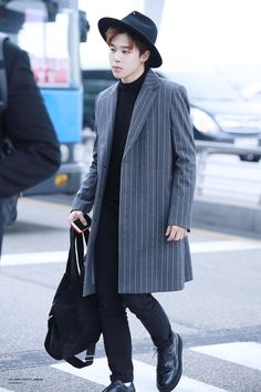 Who the hell wears this to an airport? Classy  Oh chimchim... xD