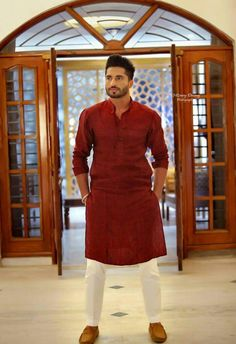Check the best men kurta designs and shalwar Kameez styles 2020 from top Pakistani Men kurta brands. Don't forget to miss this hot Kurta list this summer. Mens Indian Wear, Mens Ethnic Wear, Indian Groom Wear, Indian Men Fashion, Mens Fashion Suits, India Fashion Men, Men's Fashion, Wedding Kurta For Men, Wedding Dresses Men Indian