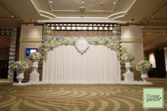 Wedding Stage Decorations, Backdrop Wedding, House Decorations, Wedding Photo Booth, Wedding Photos, Valance Curtains, Backdrops, Wedding Flowers, Chandelier