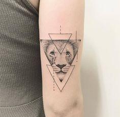 magazine tatouage lion 7 inspirations d 39 un symbole de puissance allotattoo tatouage lion. Black Bedroom Furniture Sets. Home Design Ideas