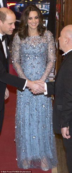 Kate looked elegant as she arrived at the105th Royal Variety Performance in her floor len...