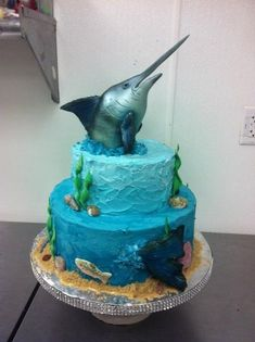Marlin Fish Themed, fish head made out of aluminum foil cover in fondant. Cake is butter cream frosting. Ocean Birthday Cakes, Ocean Cakes, Beach Cakes, Fondant Cakes, Cupcake Cakes, Aquarium Cake, Fisherman Cake, Foto Pastel, Boat Cake
