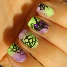 Interesting take on spider & webed mani for Halloween