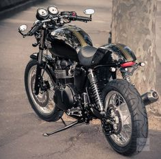 A modded Triumph Thruxton.......