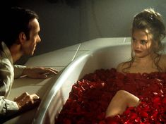 American Beauty - Publicity still of Kevin Spacey & Mena Suvari. The image measures 2720 * 1818 pixels and was added on 24 June Best Teen Movies, 90s Movies, Good Movies, Mena Suvari, Netflix, Beauty Movie, Boogie Nights, Movie Shots, Beautiful Film