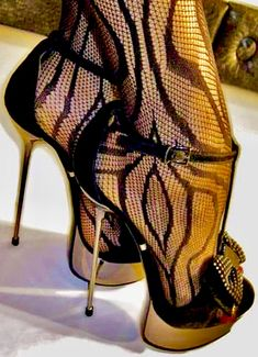black high heels different Sexy High Heels, Beautiful High Heels, Sexy Legs And Heels, Hot Heels, Platform High Heels, High Heels Stilettos, High Heel Boots, Stiletto Heels, Super High Heels