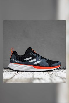 Addidas Shoes Mens, Adidas Shoes, Adidas Men, Sneakers Mode, Classic Sneakers, Sneakers Fashion, Adidas Terrex, Shoes Too Big, Mens Boots Fashion