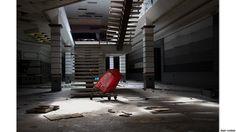 """El fotógrafo Seph Lawless viajó por Estados Unidos fotografiando centros comerciales abandonados. Lawless recogió las imágenes en su libro """"Black Friday"""", que salió al mercado a principios de año. (Todas las imágenes son cortesía de Seph Lawless: WWW.SEPHLAWLESS.COM, http://instagram.com/sephlawless, https://www.facebook.com/seph.lawless)"""