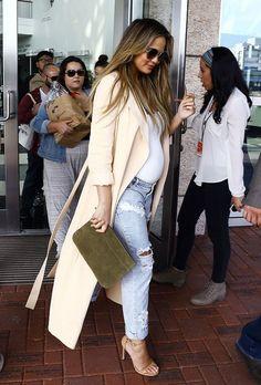 Chrissy Teigen in Low Rise Ripped Boyfriend Jeans - Denimology Cute Maternity Outfits, Maternity Wear, Maternity Fashion, Maternity Style, Ripped Boyfriend Jeans, Ripped Jeans, Pregnancy Wardrobe, Pregnancy Outfits, Pregnancy