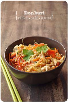 Un petit plat rapide, sain et réconfortant, tout à fait le genre de trucs dont j'ai envie en ce moment! Depuis que j'ai découvert la cuisine japonaise et le principe du donburi, c'est un de mes plats chouchous : un bol de riz bien chaud recouvert de légumes/poisson/viande/tofu...... Healthy Snacks, Healthy Eating, Healthy Recipes, Vegan Cru, Easy Cooking, Cooking Recipes, Asian Kitchen, Exotic Food, Clean Recipes