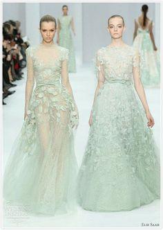 Designerin Elli Saab beweist, dass man nicht nur in Weiß heiraten kann! #ellisaabcouture #ellisaab #wedding #weddingdress #bride