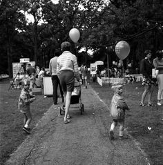 VIVIAN MAIER Winnetka, IL (Boy Holding Balloon), 1968 | The Jeffrey Goldstein Collection