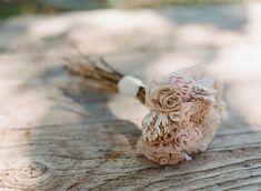 Casamento feito à mão: Buquê alternativo {galhos secos e rendas}