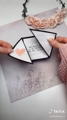 Cool Paper Crafts, Paper Crafts Origami, Diy Crafts Hacks, Diy Crafts For Gifts, Instruções Origami, Diy Origami Cards, Diy Cards, Diy Gifts Videos, Diy Gift Box