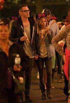 [10/06/13] Celebrando el cumple de Nikki Lee con Chris y amigas en Disneylandia en Anaheim.