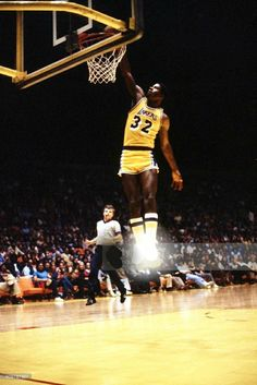 Basketball Is Life, Basketball Leagues, Basketball Pictures, Basketball Legends, Sports Basketball, College Basketball, Basketball Players, Magic Johnson Lakers, Showtime Lakers