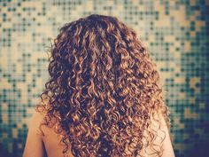 Natural Remedies For Hair Growth Biotin for Hair Growth: Does It Work? - Healthy hair is a sign of beauty and good overall health. Here are the top 5 best vitamins to grow your hair, along with 3 other nutrients. Biotin Hair Growth, Vitamins For Hair Growth, Hair Vitamins, Foods For Hair Loss, Regrow Hair Naturally, Curly Hair Styles, Natural Hair Styles, Best Hair Transplant, Damaged Hair Repair