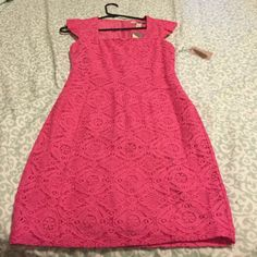 Forever 21 Lace sheath dress This is a beautiful lace sheath dress from Forever21. Brand new with tags Forever 21 Dresses