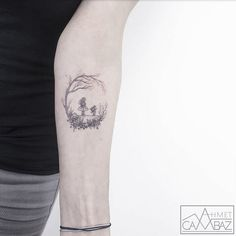 """Hay tatuajes que impresionan por su realismo, o por lo complicado de su diseño... pero a veces el tatuaje perfecto es en realidad el más sencillo. Ahmet Cambaz empezó tarde a tatuar, pero ya se ha encumbrado como un tatuador formidable que se ha especializado precisamente en eso: """"mis tatuajes tiene"""