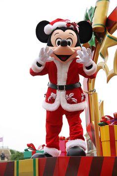 Mickey in the Christmas Parade Disney Disney Dream, Disney Magic, Disney Pixar, Walt Disney, Disney Cartoons, Disney Style, Disney Love, Disney Mickey, Orlando Disney
