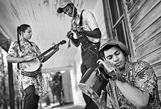 Carolina Coverfolk, Volume Carolina Chocolate Drops (An African American String Band recreates the Piedmont blues) — Cover Lay Down Mountain Dulcimer, Mountain Music, Mountain Dew, Carolina Chocolate Drops, Rhiannon Giddens, Americana Music, Country Strong, Bluegrass Music, I Love Music