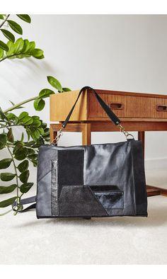 Besace P10 noire vintage-------- #matieresareflexion #bag #sac #besace #wallet #cuir #leather #black #noir #vintage #10ans #10years #madeinparis