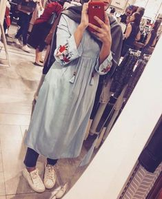 60 Looks de Hijab avec robe longue chic et simple pour vous inspirer – astuces h… 60 Looks of Hijab with chic and simple long dress to inspire you – hijab tricks Stylish Hijab, Casual Hijab Outfit, Hijab Chic, Hijab Dress, Hijab Fashion Casual, Islamic Fashion, Muslim Fashion, Modest Fashion, Fashion Outfits