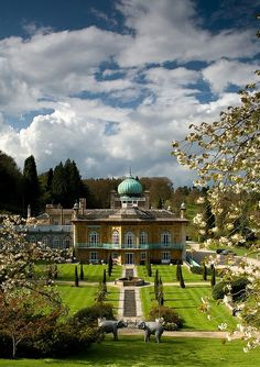 Cotswold Moghul, Sezincote House, designed by Samuel Pepys was the inspiration for the Brighton Pavillion