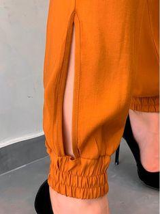 Macacao-Militarismo-Janaina Kurti Sleeves Design, Sleeves Designs For Dresses, Salwar Designs, Blouse Designs, Jana Ina, Salwar Pants, Patiala Salwar, Fashion Pants, Fashion Outfits
