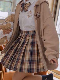 Soy T/n t/a. Y soy una estudiante de 3ro de preparatoria. Iba de cami… #fanfic # Fanfic # amreading # books # wattpad Teen Fashion Outfits, Mode Outfits, Retro Outfits, Cute Casual Outfits, Girl Outfits, Cute Outfits With Skirts, Chic Outfits, Kawaii Fashion, Lolita Fashion