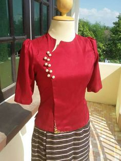Sari Blouse Designs, Kurti Neck Designs, Dress Neck Designs, Designs For Dresses, Blouse Styles, Myanmar Dress Design, Kurti Embroidery Design, Batik Fashion, Stylish Blouse Design
