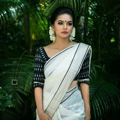cotton saree - summer style of comfy for work, sexy and stylish Kerala Saree Blouse Designs, Cotton Saree Designs, Half Saree Designs, Onam Saree, Kasavu Saree, Bengali Saree, Bollywood Saree, Set Saree Kerala, Kerala Traditional Saree