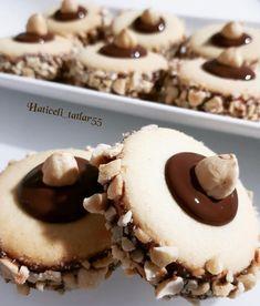 """Instagram'da Rümeysanın Elleri: """"#Repost @haticeli_tatlar55 ・・・ Kıyır Kıyır Bağımlılık Yapacak Cinsten Üzerine Birde Çikolata Eklenirseee Artık Lezzetini Sizin Kararınıza…"""" Sweet Cookies, Cake Cookies, Goody Recipe, Patisserie Cake, Cookie Recipes, Dessert Recipes, Turkey Cake, Candy Drinks, Chocolate Pies"""