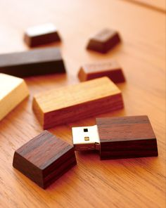 Wooden USB drive - in teak, rosewood or maple finish...