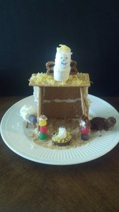 We've made lots of Gingerbread and graham cracker houses but I LOVE this Edible Nativity Scene!