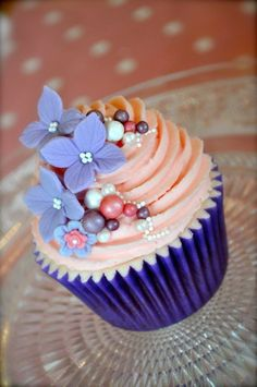 Simple flower cupcake with pink frosting. And edible decors.