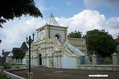 The Great Mosque of Sumenep . Great Mosque is listed in the center of the city. It is stayed in front of Taman Adipura (Adipura Park). It is one of the oldest of the ten mosques in Indonesia. The influence of Islamic, China and Europe style make this building unique and interested, these can be seen on its beautiful and unique gate.