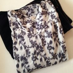 """Sonoma floral top Thin light weight white and gray floral pattern v- neck top.  100% cotton. Aprox measurements laying flat Bust 25"""" Length 27"""" ✅Offers Welcomed Trade Sonoma Tops Blouses"""