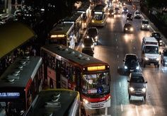 São Paulo é conhecida como a cidade que não para. Durante o tempo todo há pessoas nas ruas, voltando do trabalho, da faculdade, indo para baladas e bares. Com uma vida noturna agitada, os paulistanos dependem de táxis ou carros para voltar para casa. Pensando nesta questão, o prefeito Fernando Haddadimplementou novas 151 linhas de ônibus,que estão operando de madrugada na cidade desde o dia 28 de fevereiro de 2015, entre as0h e as 4h. O prefeito promete um intervalo de 15 minutos de…