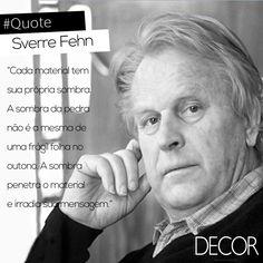 Principal arquiteto norueguês de sua geração, Sverre Fehn (14/08/1924 – 23/02/2009) foi um líder na arquitetura escandinava após o período da Segunda Guerra Mundial. Reconhecido por usar a paisagem nórdica e as suas condições de luz particulares em seus projetos, o profissional foi premiado com o Prêmio Pritzker de Arquitetura e com a honraria Heinrich Tessenow Gold Medal em 1997.